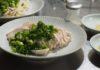 鶏むね肉がしっとり。簡単茹で鶏、メインにサラダにスープに麺に活躍
